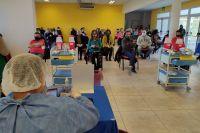 La vacunación contra el COVID-19 no se detiene: citaron a más de 6.200 personas este sábado