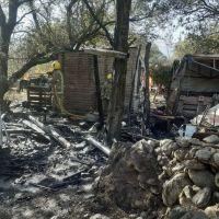 Un incendio destruyó una casa en Piedra Blanca