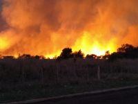 Dramático incendio en Villa de Merlo: por el humo evacuaron algunas familias del barrio 272 Viviendas