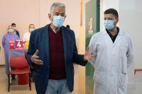 El gobernador acompañó a los mayores de 80 años que recibieron la vacuna contra el Coronavirus