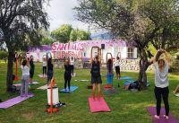 Turistas disfrutaron de clases de yoga al aire libre
