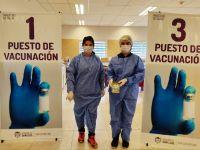 """Vecinos de seis localidades recibieron su vacuna en el """"Madre Catalina"""""""